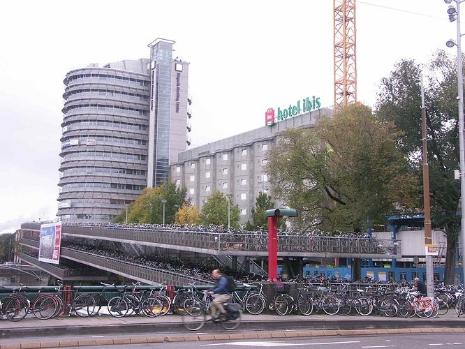 Amsterdam%20Centraal%20-%20bike%20molo%20Fietsflat